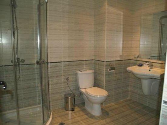 Marisa Hotel Apartments: bathroom