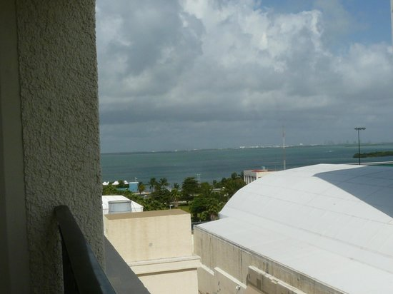 CasaMagna Marriott Cancun Resort: View from the room with a balcony on the bay Nichupte