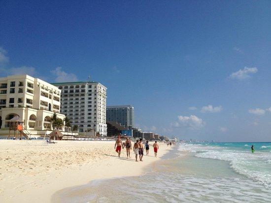 Marriott Cancun Resort : Beach