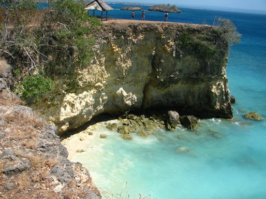 West Nusa Tenggara, Indonesia: dramatic cliffs at Pink Beach, Lombok