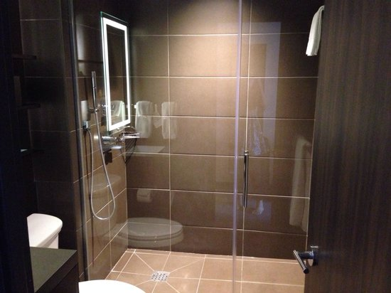 Novotel New York Times Square : Bathroom - modern and clean