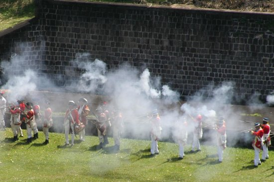 Island Paradise Tours: Muskets fireing at Brimstone Fort