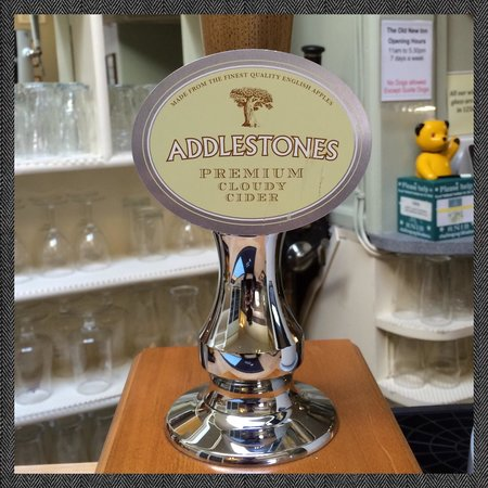 Old New Inn Cafe Bar: Fancy a pint of cider