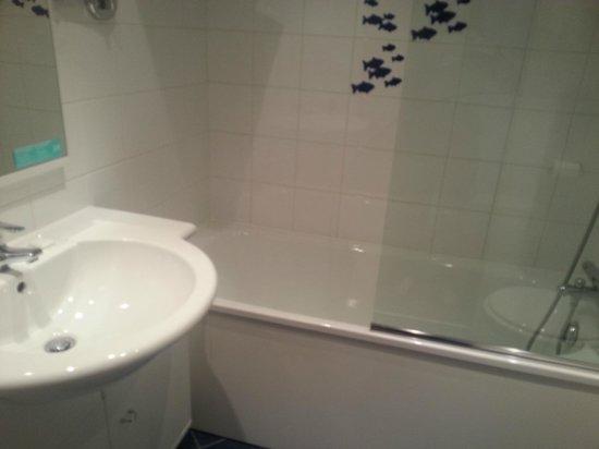 Mercure Saint Malo Front de Mer : Salle de bain + wc