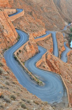 Go Sahara Tours: Windy roads