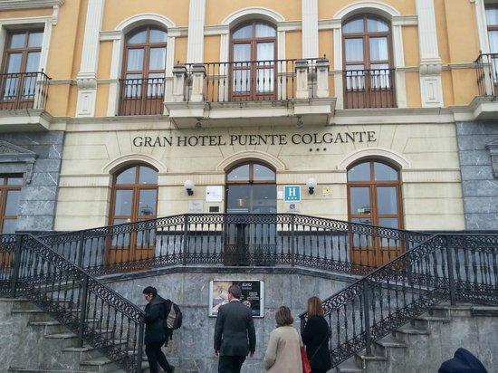 Gran Hotel Puente Colgante: Fachada