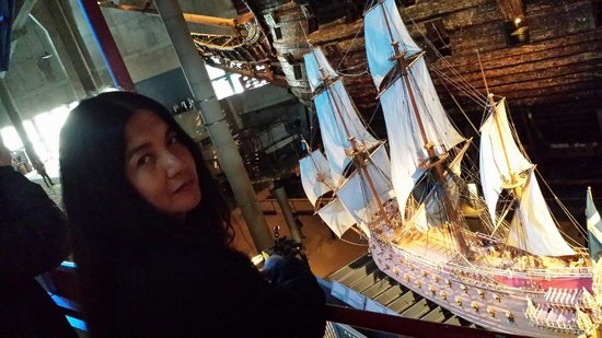 Vasa-Museum: I took a picture of my wife dee with the miniature Vasa ship in its glorious form in the backgro