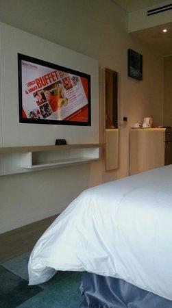Liberty Central Saigon Riverside Hotel: TV