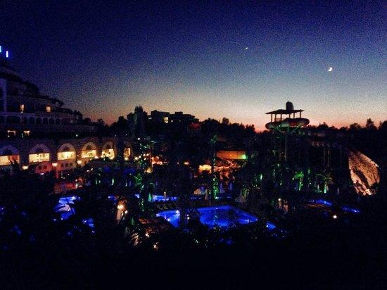 Crystal Sunset Luxury Resort & Spa: Odamizdan aksam manzarasi, günesin batisi süper bu odadan