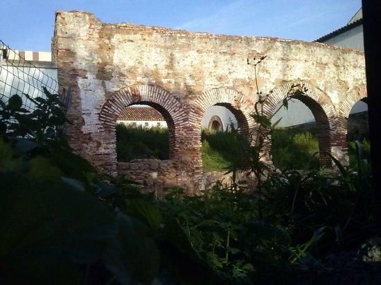 Casco antiguo de Marbella: Unas ruinas en el Cortijo Miraflores