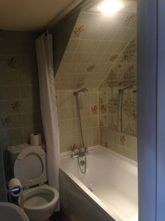Quayside Hotel: Shower fit for a Hobbit