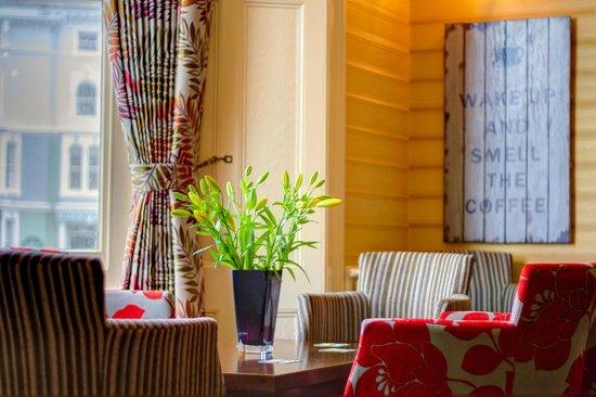 Baytree Hotel: Bar seating area