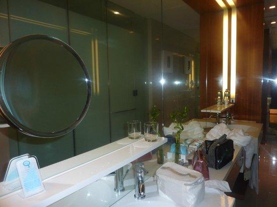 Novotel Citygate Hong Kong: ванная