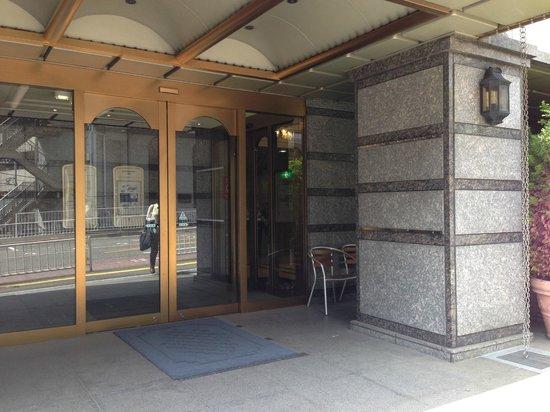 Mandarin Hotel Yokohama: 玄関