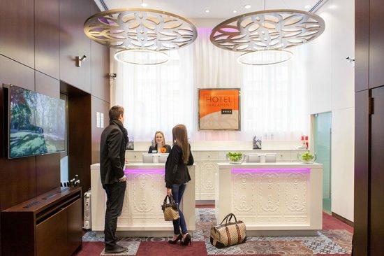 Hotel Parlament: Hotel reception