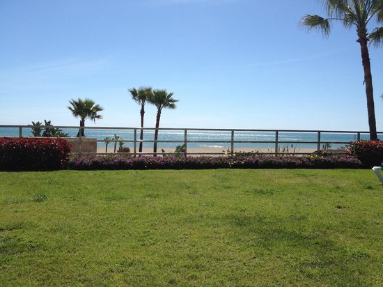 SENTIDO Amaragua: Looking out from the grounds to the beach