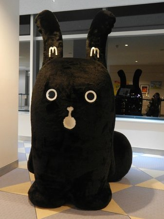 Mt. Moiwa: Giant Mascot in waiting lobby. Good for photoshooting XD
