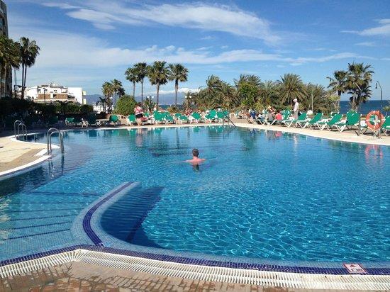 SENTIDO Amaragua: The cold (April) and empty pool :)