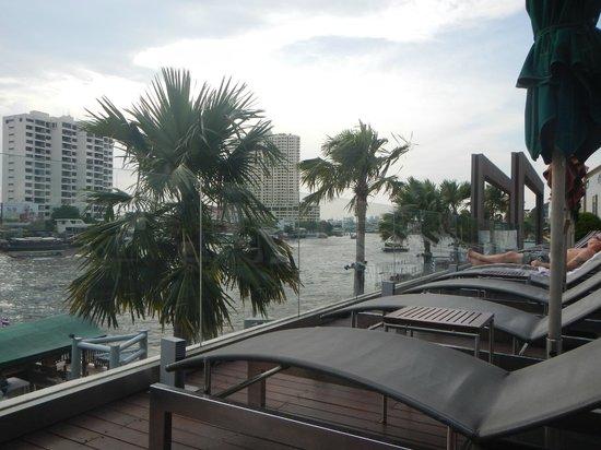Royal Orchid Sheraton Hotel & Towers : リバーインフィニテイ?のプール