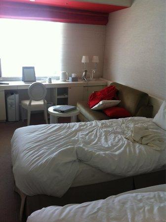 Hotel Elsereine Osaka: Tight yet adequate