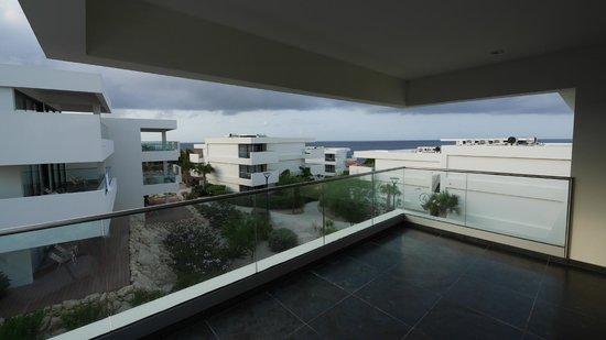 Papagayo Beach Hotel: Terrasse ist groß und geräumig