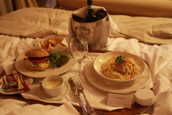 Four Points by Sheraton Milan Center: Room service late dinner
