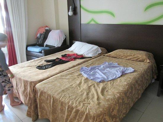 Kn Columbus Aparthotel: Large standard room