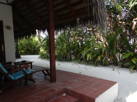 """Madoogali Tourist Resort: La vue """"sur mer"""" de la terrasse de quasi tous les bungalows"""