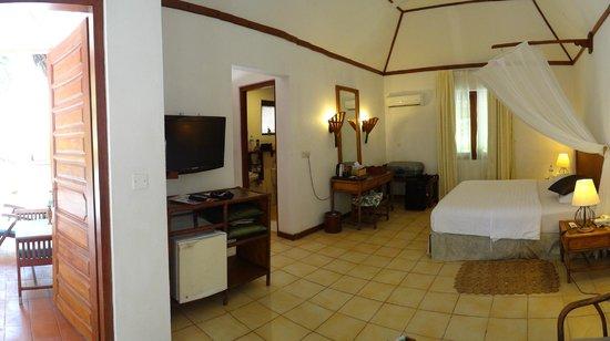 Madoogali Tourist Resort: Intérieur du bungalow