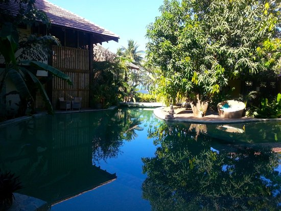 Pranamar Villas and Yoga Retreat: Upper level of the sublime pool.