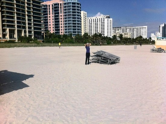 South Beach : Another Beautiful Day on the Beach