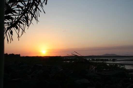 Beachfront Bed & Breakfast: Sunset