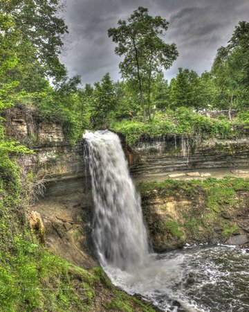 Minnehaha Park: The falls flow can be mesmerizing