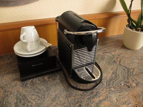 Wyndham Grand Salzburg Conference Centre: Nespresso Coffee Machine