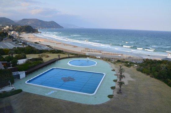 Hotel Izukyu: 客室から白浜を望む