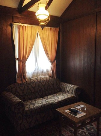 Holiday Villa Beach Resort & Spa Cherating: 2-seater sofa in the room