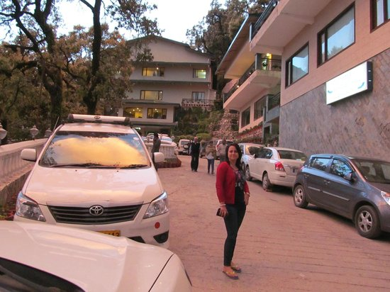 Hotel Madhuban Highlands: parking