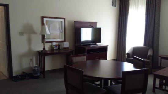 Staybridge Suites Phoenix/Glendale: Living area