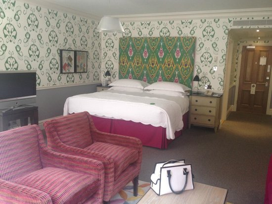 The Soho Hotel: The MASSIVE bed