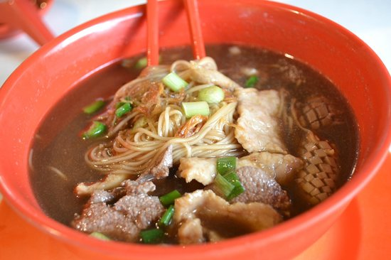 Seng Kee Black Chicken Herbal Soup: Pig liver mee sua