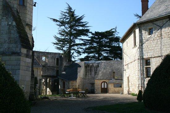 Château de la Roche Martel : La cour intérieure