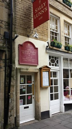 Sally Lunn's Historic Eating House & Museum : Great traditional fare.