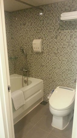 Best Western Premier Hotel Kukdo: 浴室&トイレは広くてきれい!