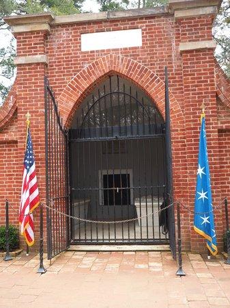 George Washington's Mount Vernon: Washington's Tomb