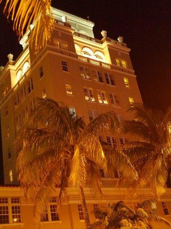 Kimpton Surfcomber Hotel: фасад