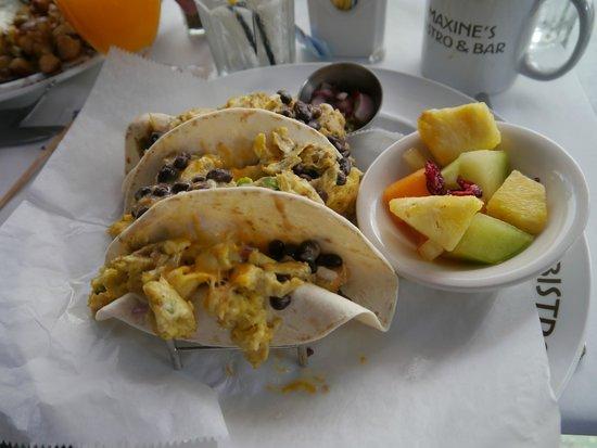 Kimpton Surfcomber Hotel: завтрак
