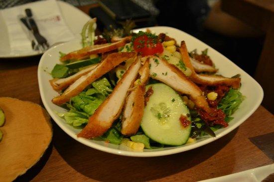 Brotzeit German Bier Bar & Restaurant: Crispy Chicken Salad