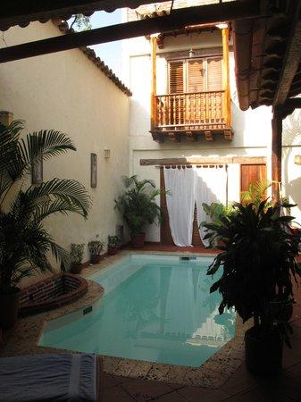 Casa Sweety: Pool and hammock area.