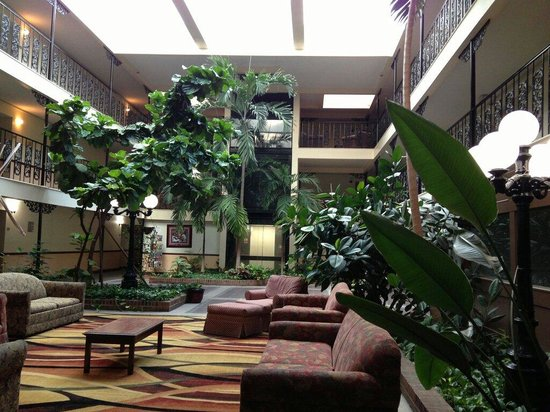 The Alabama Hotel: Beautiful green lobby!♥♥