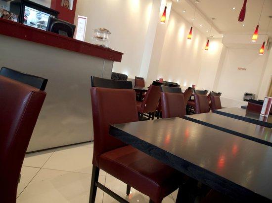Cromwell International Hotel: Breakfast room